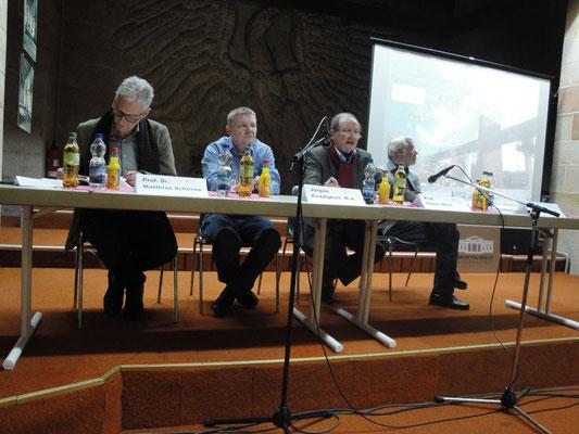 Das Podium: Prof. Dr. Matthias Schirren, Jürgen Keddigkeit M.A., Prof. Hanns Wüst (Moderator des Abends), Prof. Dr. Georg Maybaum