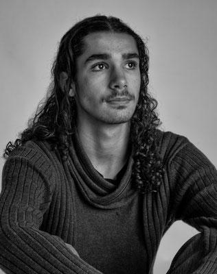 Portrait jeune homme noir et blanc