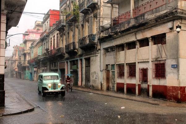 Cuba La Havanne voiture ancienne pluie