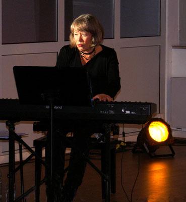 Brigitte Becker,  piano_ blühender Unsinn 2021