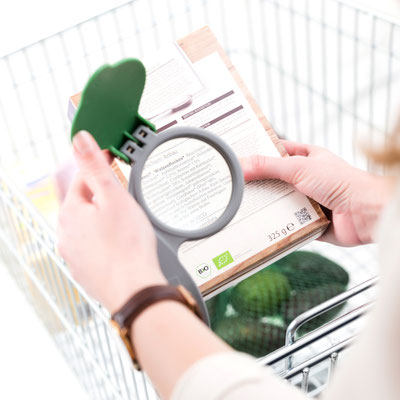 EIWAL® shopping cart magnifying glasse in action