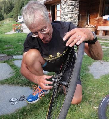 Das Rad muss wieder repariert werden.