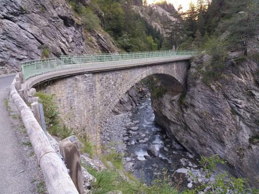 Kunstvolle Brücken hat es einige