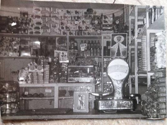 anni '60 - Interno della bottega di Battista Longo in via san Francesco n. 73 (foto di Sara Ungaro)
