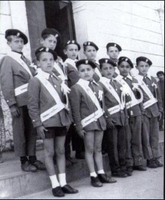 1964- Alunni del Prof. Peppino Franzè. (In alto da sx) F.Fino, A.Cicero, A.Federico, C.Carnevale, A.Pettinato.(sotto da sx) V.Romio, L.Muraca, F.A.Mangano, F.Catapano, G.Arnone