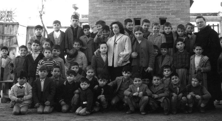 Fine anni '50 Azione Cattolica S. Francesco; tra gli altri, la maestra Gallina; G.Bonifiglio;A.Russo;S.Grillo;Noè;T.Fusaro;Torre;L.Reale;M.Pacino;Manfredi;Godino;F.Arena;B.Romio
