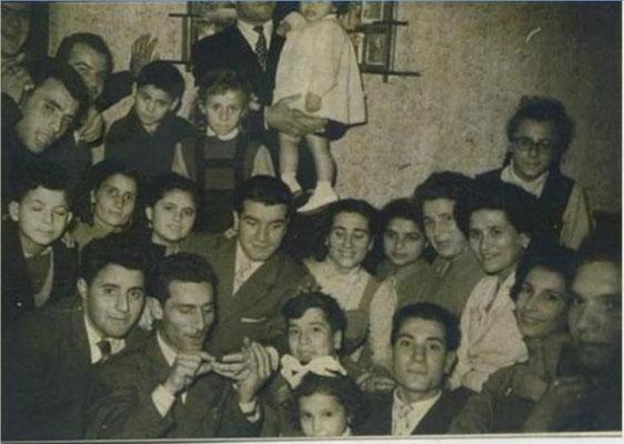 1958 Partenza per l'Argentina di Totonno Guidi. Foto ricordo(tra gli altri, A.Chiaro, S.Curia, P. Guidi, F.Guidi, A.Guidi, I.Misasi, R.Misasi, A.Guidi, N.Guidi, R. Oggiano, E.Campolo, R Oggiano)