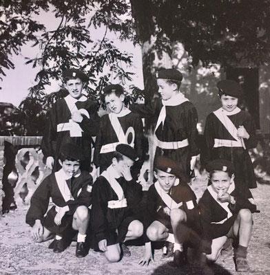 16-4-1964 – (Da sx in piedi) G. Prantera, A. Pezzo, G. Armentano, G. Policastri; (in ginocchio da sx) F. Cardamone , M. Cimino (con la mano sul viso), G. Abate, G. Capristo .