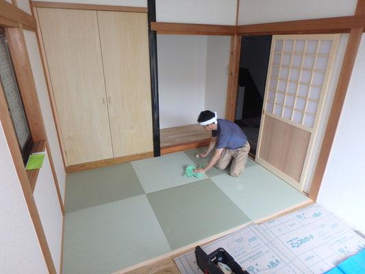 琉球畳を敷込