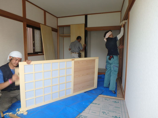 木製一品物の建具を設置