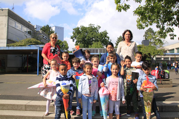 Unsere Vorklasse (VK-Lehrerin Frau Einmal wird hier vertreten von Frau Gehrke und Frau Röcher)