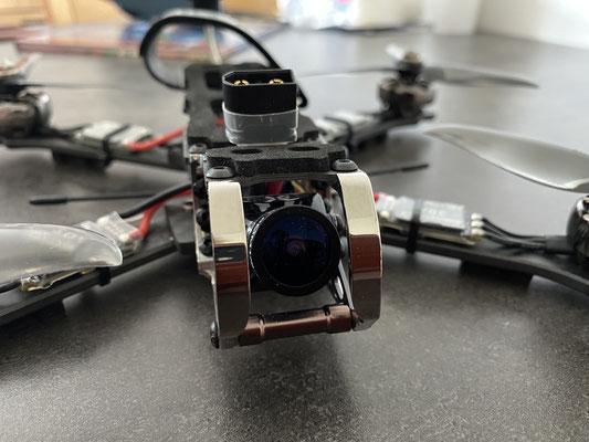 Protection titane pour la caméra