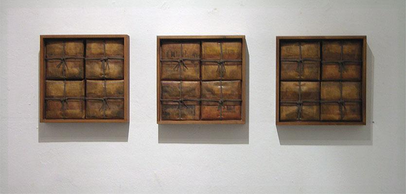 Zeitobjekt 5. September 2007, dreiteilig je 30 x 30 x 6 cm, Zeitung - Packpapier - Wachs