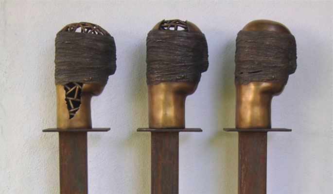 Verbunden I - II/1 und II/2, Bronze je 170 x 16 x 24 cm (incl. Eisensockel)