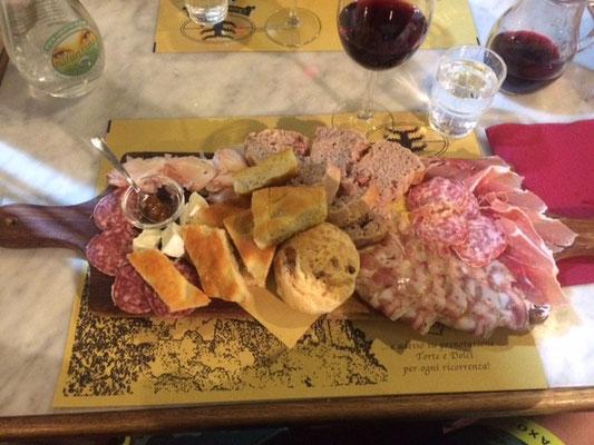 Die Osteria del Borgo in Massa ist ein Geheimtip - die Vorspeise für 12 Euro kann sich sehen lassen