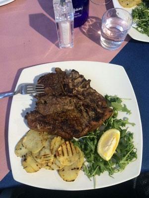 In Italien angekommen gönnen wir uns 1 kg Bistecca a la Fiorentina - pro Person natürlich ;)