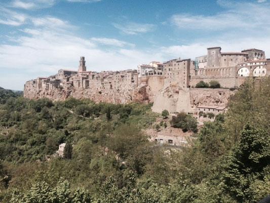 Das eindrückliche Pitigliano thront auf einem Tuffsteinfelsen
