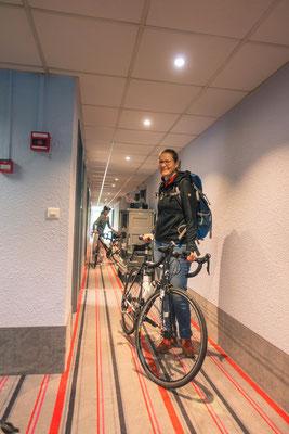 Ausnahmezustand im Hotel: Das Rad durfte mit aufs Zimmer...