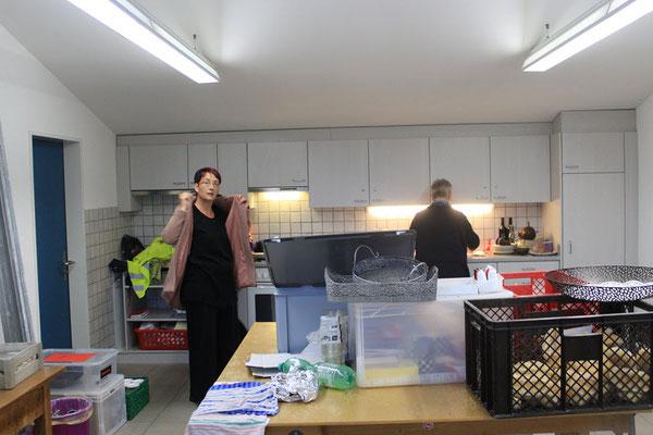 Unermüdliche Leistungsträger in der Küche - Mamma Bührer und die Küchenfee.