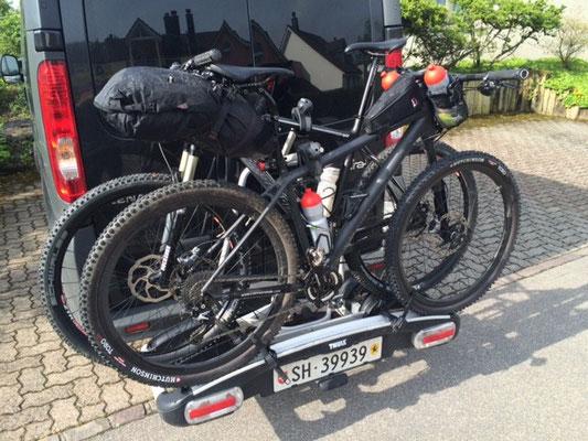 Abfahrt zum Abenteuer Tuscany Trail. Wie ihr seht benutze ich die gleichen Produkte von Revelate für die Randonneur Events mit dem Rennvelo wie für die MTB Events. Die Produkte halten auch die härtesten Trails aus!