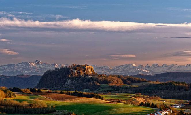 und mit Schweizer Alpenpanorama