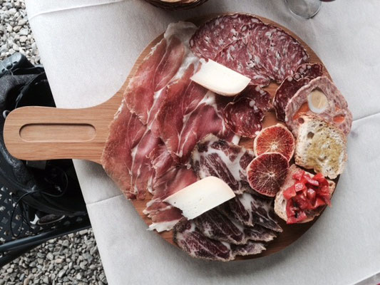 Essen ist etwas vom Wichtigsten für die Velofahrer und da sind die Italiener Weltmeister! Antipasti, primo piatto, secondo piatto, Espresso heisst die Sequenz, welche jedes Velofahrerherz höher hüpfen lässt