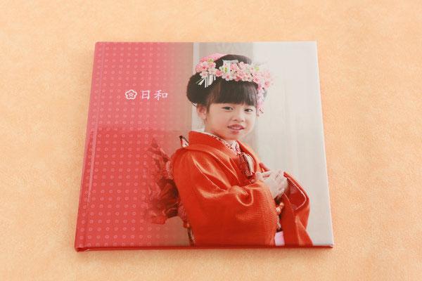 小さくてかわいい、手作りのオリジナルデザイン写真集です。  約22cm角