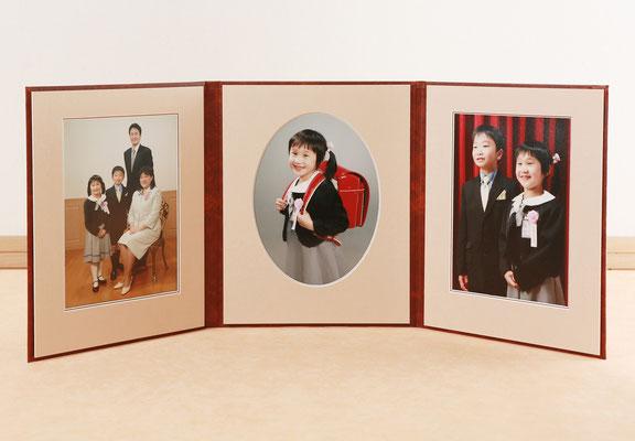 6切、4切サイズがございます内側のマットは 写真を引き立てる厚さ3mmの3層 Vカット仕上げ を使用