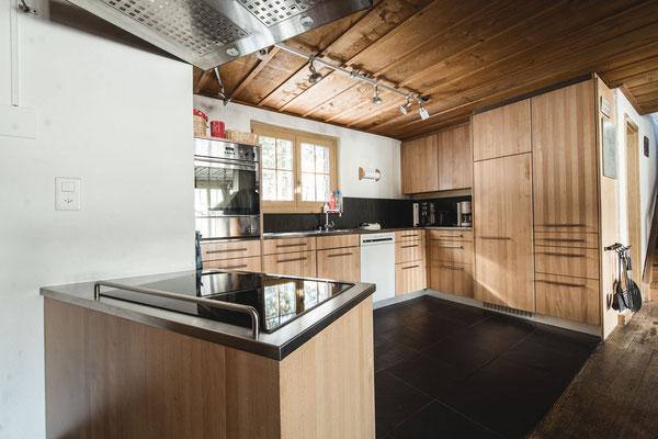 Küche mit Induktionskochfeld