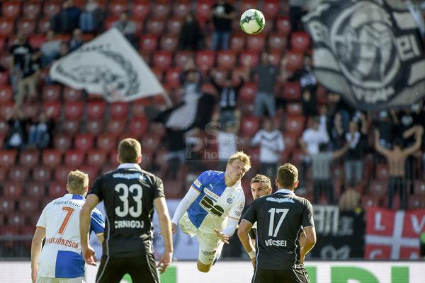Emil Bergstroem (GC) gegen Armando Sadiku (Lugano) sast-photos