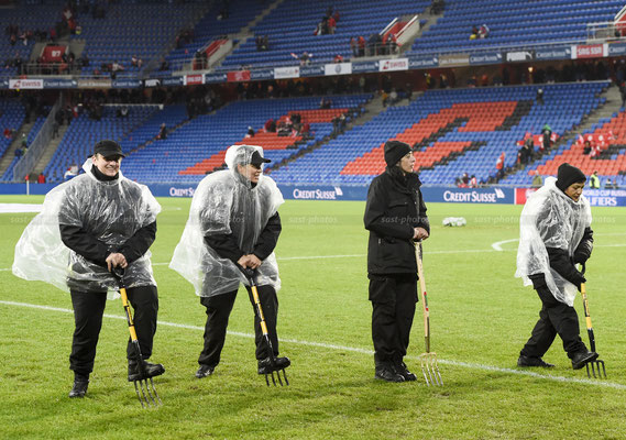 Field assistants before the Game (Sandro Stutz/sast-photos)