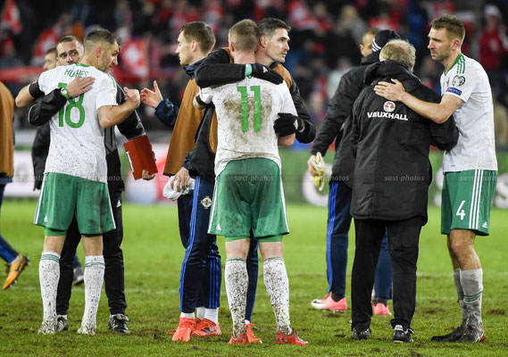 Aaron Hughes (NIR) Chris Brunt (NIR) Kyle Lafferty (NIR) Gareth McAuley (NIR)  after the Game (Sandro Stutz/sast-photos)