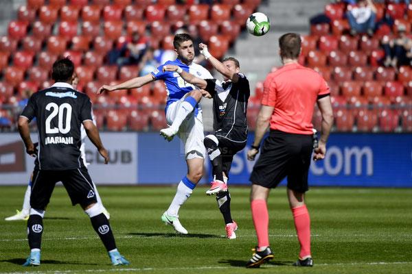 Alban Pnishi (GC) gegen Ezgjan Alioski (Lugano) sast-photos