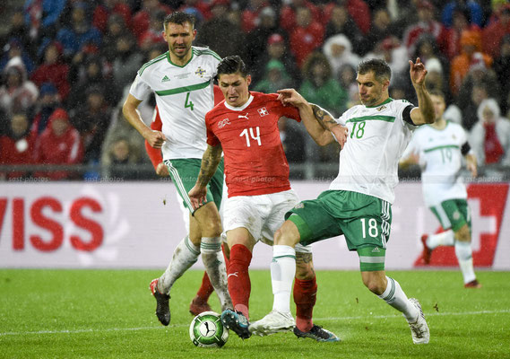Steven Zuber (SUI) fights for the Ball with Gareth McAuley (NIR) and Aaron Hughes (NIR) (Sandro Stutz/sast-photos)