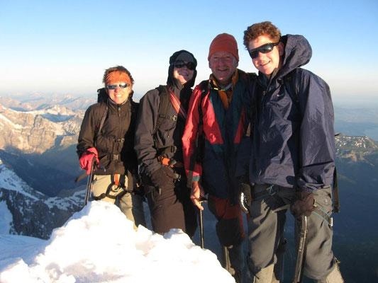 22. Juni 2008 Mönch 4107m mit Kilian, Christian und Susanna