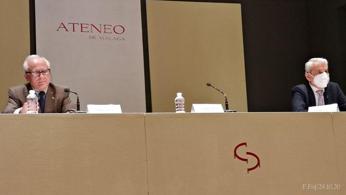 El Sr. Olmedo presenta al ponente