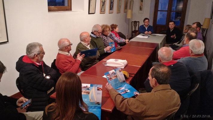 Alcaraz repartió folletos de sus trabajos con modernas embarcaciones