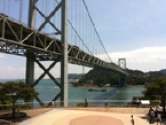 ひたすら交代で走って、 関門海峡で休憩。