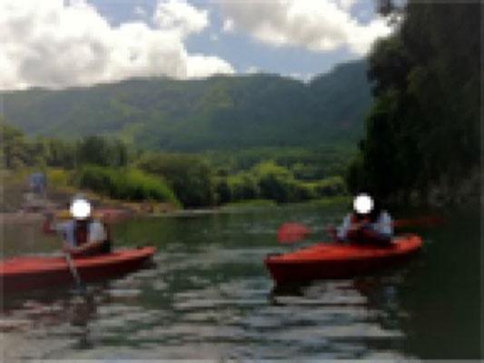 川でカヌー体験。