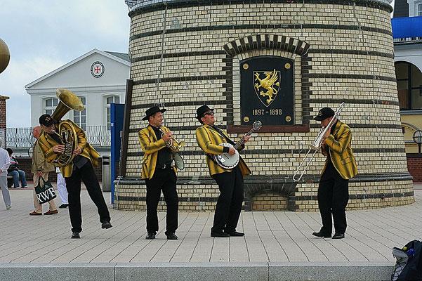 Jazz-Frühschoppen am Leuchtturm Warnemünde
