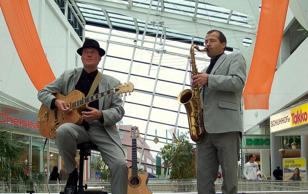Jazzduo mit Saxophon und Gitarre