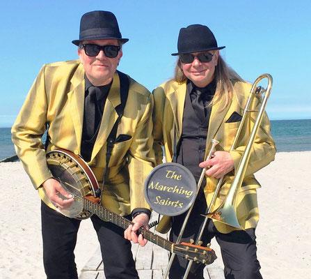 The Marching Saints Duo am Strand von Warnemünde
