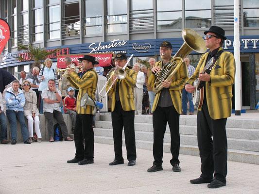 Jazzmusik am Teepott in Rostock-Warnemünde
