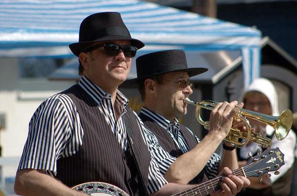 Markttreiben mit Livemusik aus Rostock