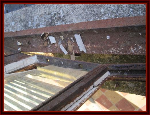 deformierte Ostseite der Verandaüberdachung