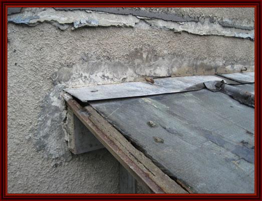 defekter Hausanschluß mit verzinktem Stahlblech