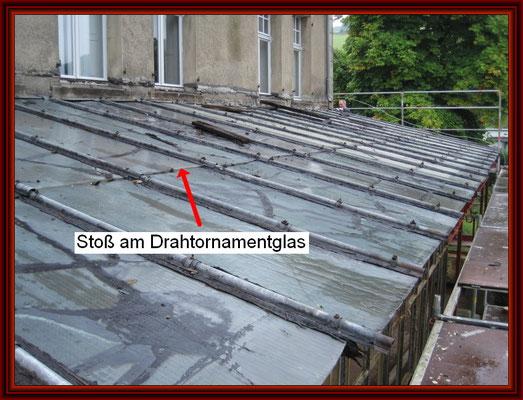 Ansicht über die historische Drahtornamentglas-Dachhaut