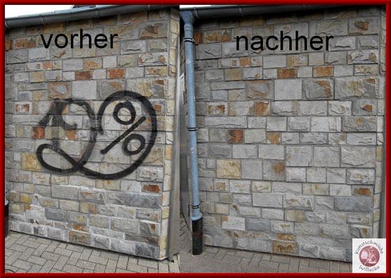 erfolgreiche restlose Graffitientfernung auf einer Natursteinfassassade ohne Oberflächenbeschädigung