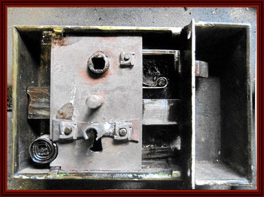 Kastenschloß der Haustür vor dem Zerlegen
