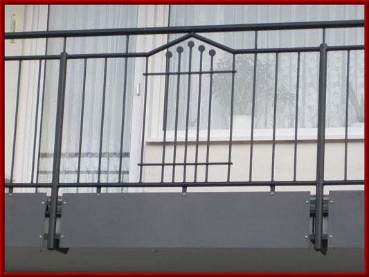 Balkongeländer mit Alu- Balkonplattenverkleidung